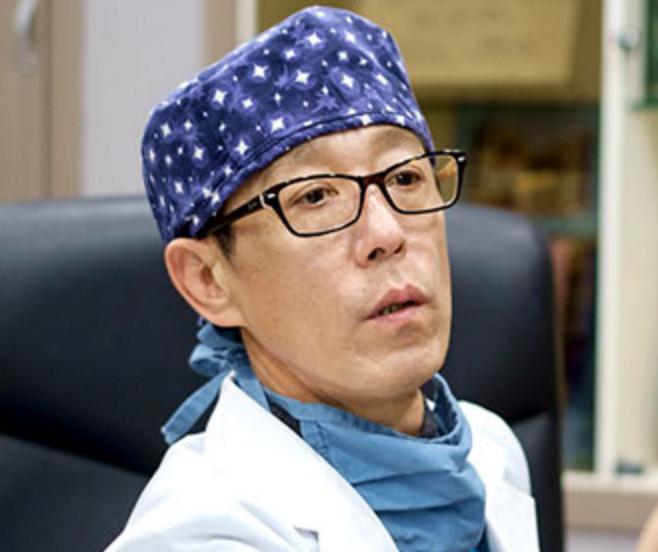 ドクターミ整形外科_C컬 인중축소수술로 옆태까지